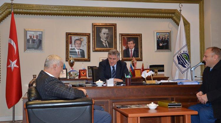 Başkan Sarıalioğlu'na teşekkür plaketi