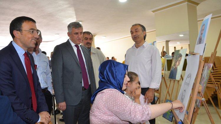Yakup Türköz öğrencileri sergide buluşturdu