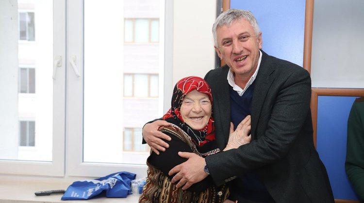 Başkan Sarıalioğlu'ndan, Hasta ve Hasta Yakınlarına Moral Ziyareti