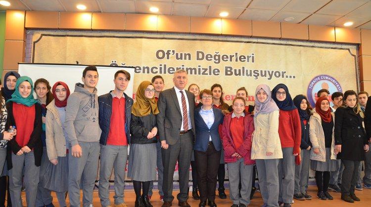 Oflu Rektör Yardımcısı Durukanoğlu Feyiz'den Oflu öğrencilere ağız tadında konferans