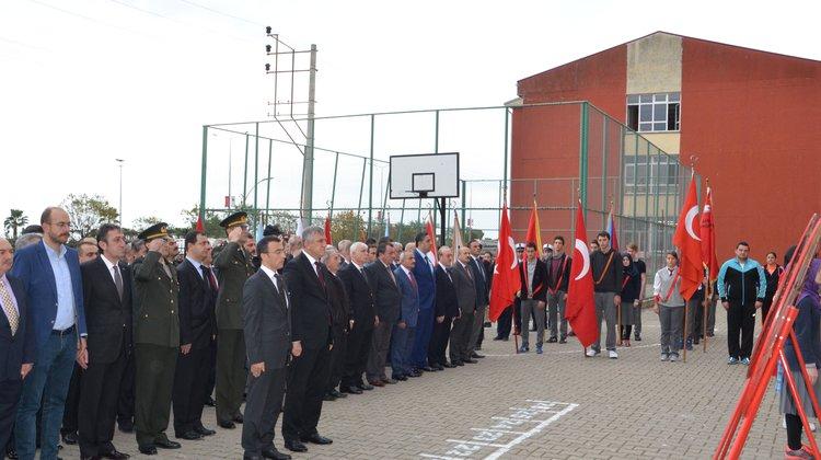 10 Kasım Atatürk'ü Anma Programı Çelenk Sunma Töreniyle Başladı