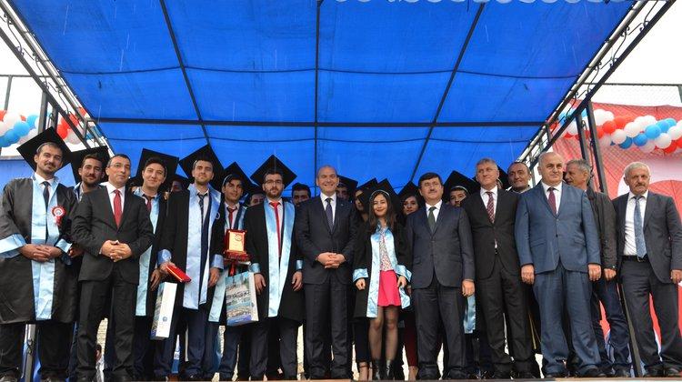 Bakan Soylu, Of Teknoloji Fakültesi'nin mezuniyet törenine katıldı