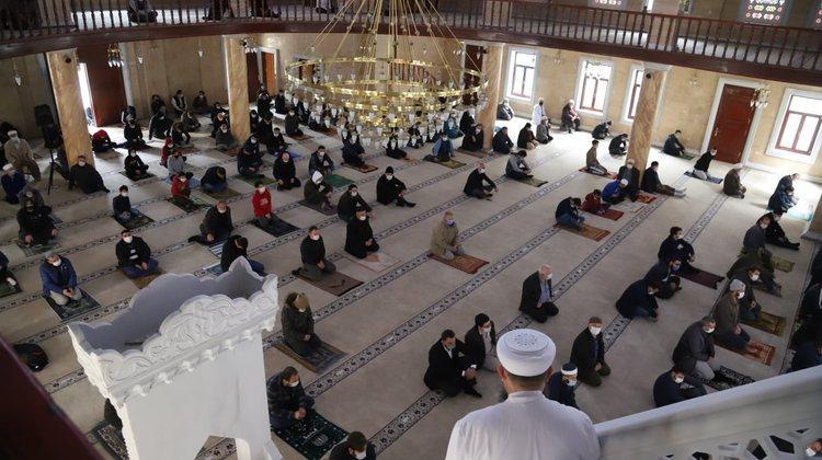 İrfanlı Büyük Camii'nde ilk Cuma Namazı heyecanı