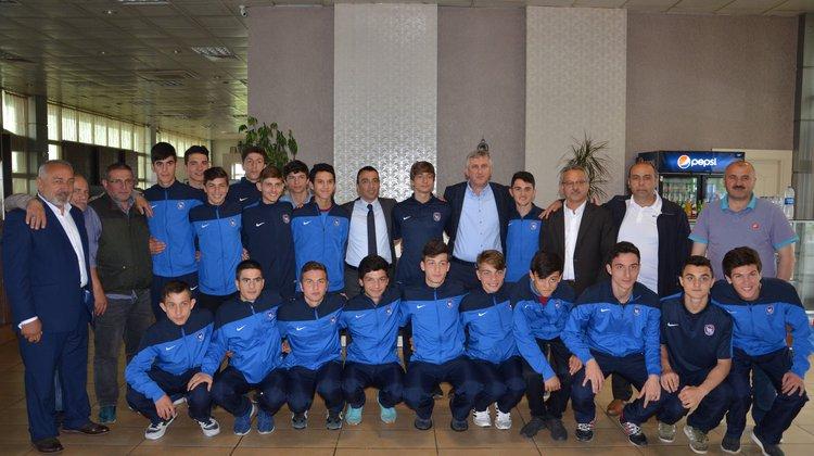 Ofspor U 16 takımı finallere uğurlandı