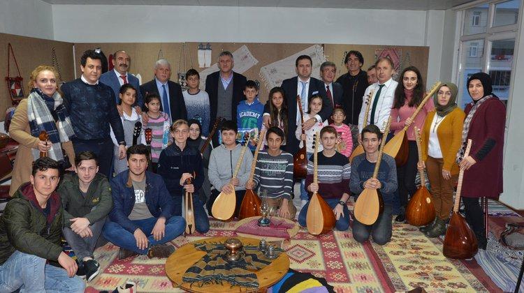 Of Halk Eğitimi Merkezi müzik kursiyerlerinden müzik ziyafeti