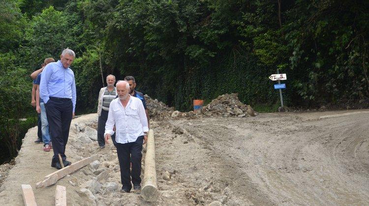 Kireçli Mahallesi'nde Yol Çalışması Yapılıyor