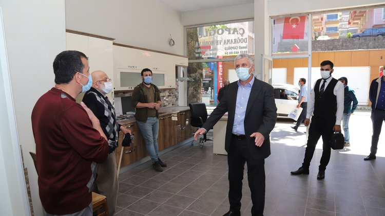 Başkan Sarıalioğlu'ndan Çarşıda Esnaf Turu