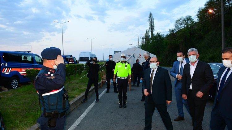 Of'ta Polis Jandarma Kontrol Noktasında İftar