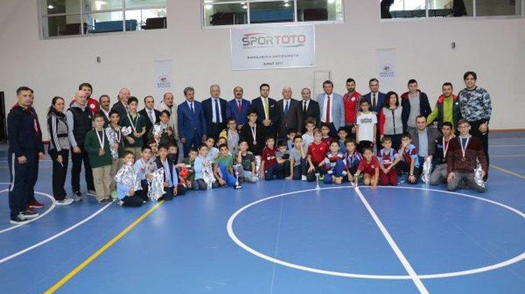 Okul Sporlarında Satranç ve Futsal şampiyonlarına ödül