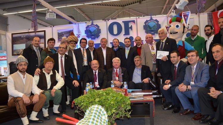 Dortmund Belediye Başkanı Of Standında yaş çay yedi