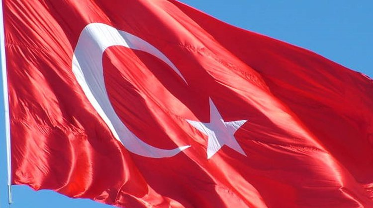 Başkan Sarıalioğlu 'Biz Bayrağı İndirmeyiz, İndirtmeyiz!'