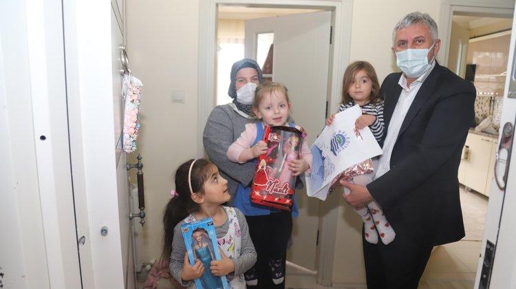 Başkan Sarıalioğlu'ndan çocuklara 23 Nisan sürprizi