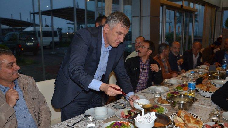 Başkan Sarıalioğlu'ndan belediye personeline iftar yemeği