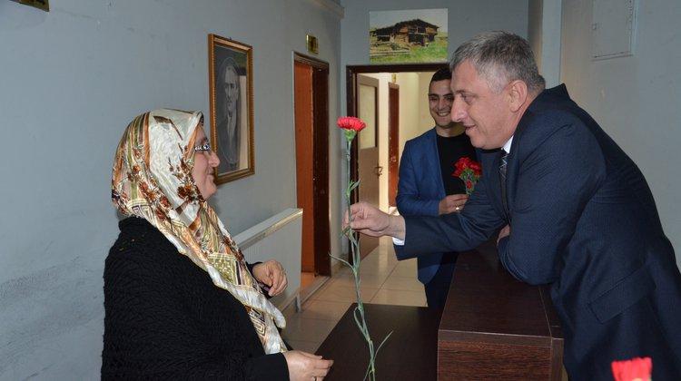Başkan Sarıalioğlu, Bayan Personelinin Kadınlar Gününü Kutladı