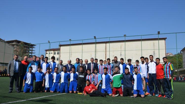 Mustafa Yumlu ve Mehmet Ekici Of'ta futbol oynadı