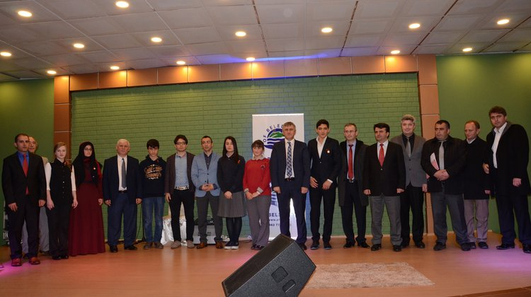 Öğrenciler Mehmet Akif Ersoy İçin Kıran Kırana Yarıştılar