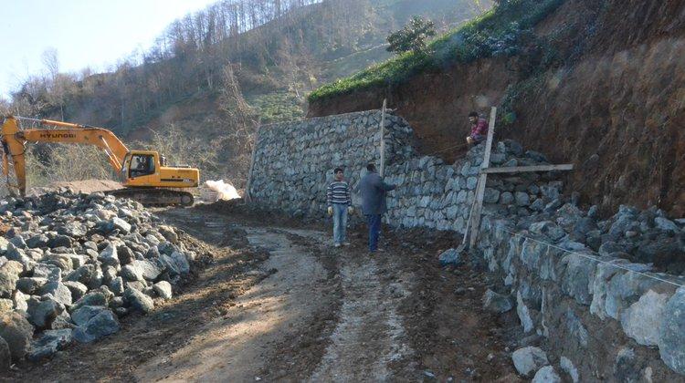 Kumludere Mahallesi'nde Kale Gibi İstinat Duvarları Yükseliyor