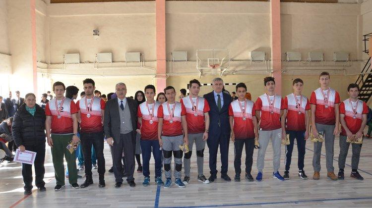Of'ta Okul kış sporlarında şampiyonlar ödüllendirildi