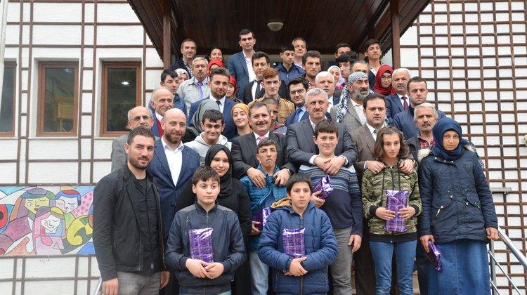 Yakup Türköz Özel Eğitim öğrencilerine tablet