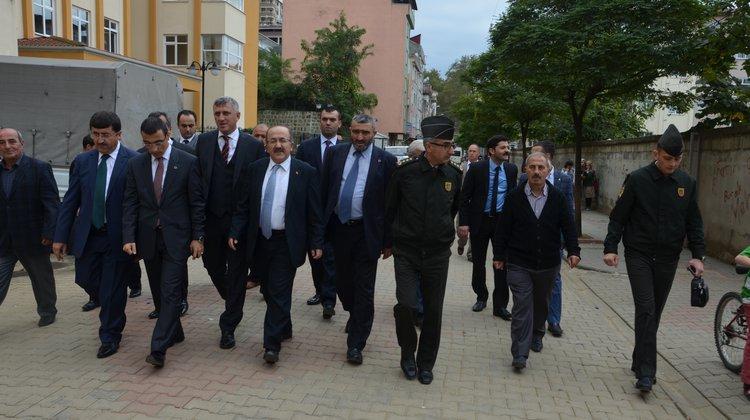 Trabzon Valisi Öz, Of'ta Afet Alanlarını Gezdi