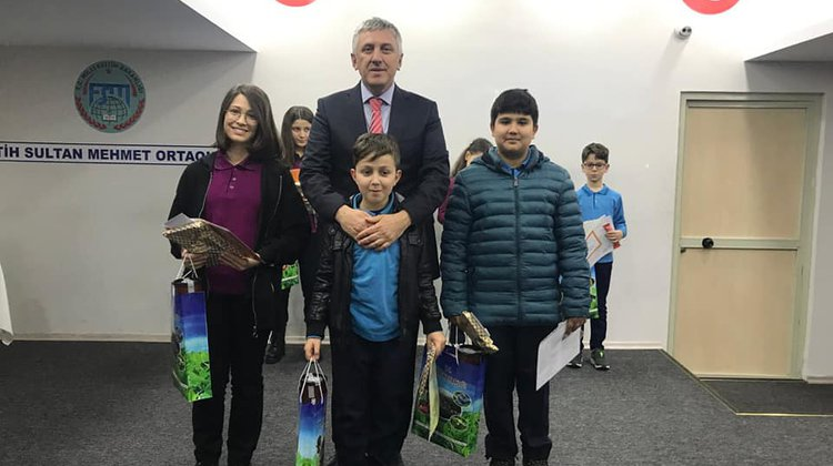 Başkan Sarıalioğlu Öğrencilerin Karne Sevincine Ortak Oldu