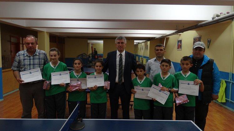 Bölümlü Küçük Kız Masa Tenisi Takımının Başarısı