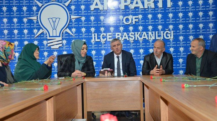Başkan Sarıalioğlu AK Parti Kadın Kollarıyla Pasta Kesti