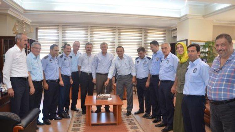 Başkan Sarıalioğlu'ndan Zabıta'lara pastalı kutlama