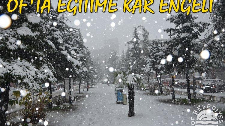 Kar Yağışı Nedeniyle Okullar Of'ta Yarında Tatil Edildi