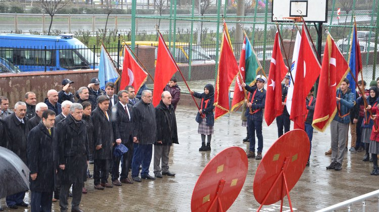 Çanakkale Zaferi'nin 102.yılına yağmurlu kutlama