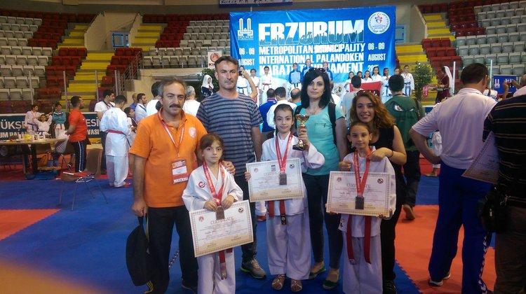 Oflu Karateciler Yıldız Gibi Parladı