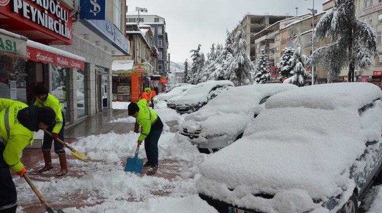 Of Belediyesi Kar Temizleme Çalışmalarını Sürdürüyor