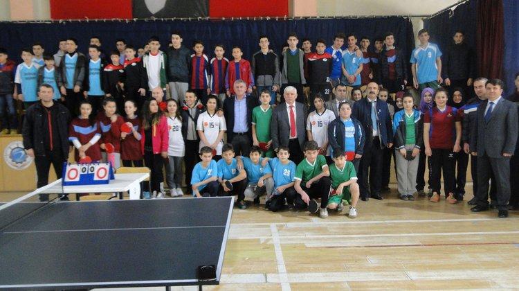 Of'ta Okul Spor Oyunları coşkusu yaşanıyor