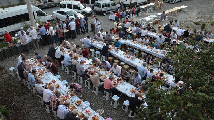 Of'ta mahalle iftarları sürüyor