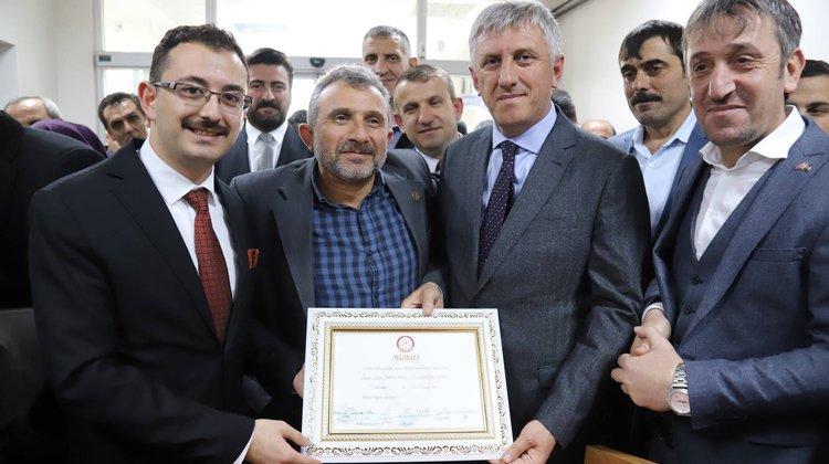 Başkan Sarıalioğlu ve meclis üyeleri mazbatalarını aldı