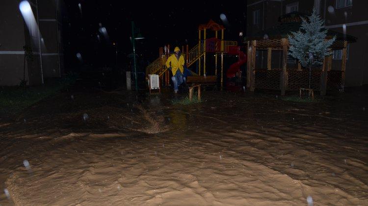 Of Belediyesi aşırı yağışlara anında müdahale etti