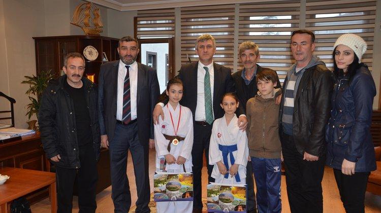 Küçük Karatecilere Başkan Sarıalioğlu ödül verdi