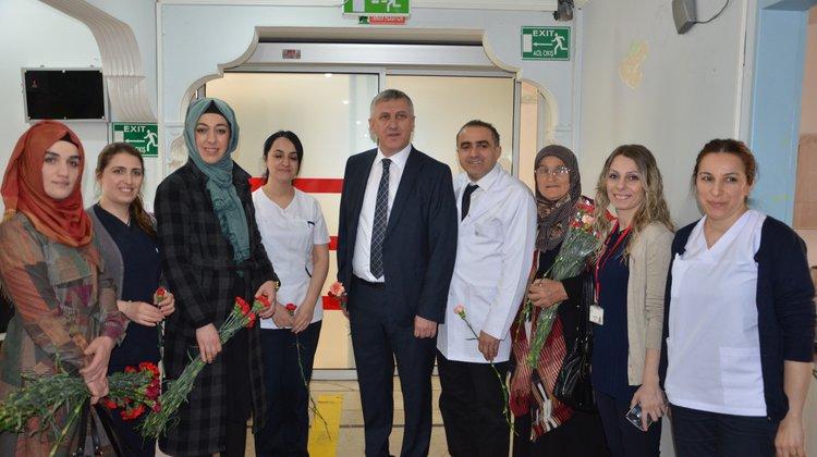 Başkan Sarıalioğlu, Hastalar ve hastane çalışanlarının Kadınlar Günü'nü kutladı