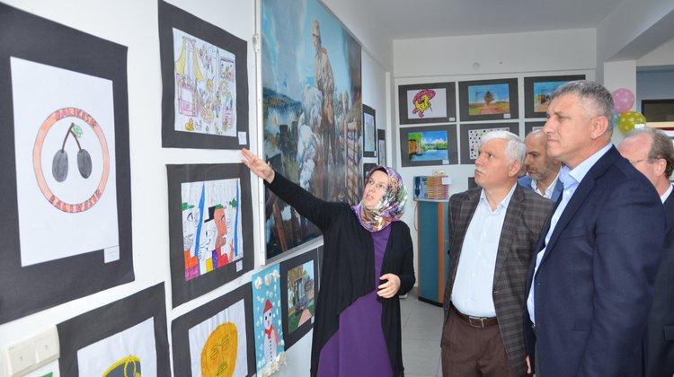 Başkan Sarıalioğlu, İmam Hatip Ortaokulu'nun Sergi Açılışına Katıldı