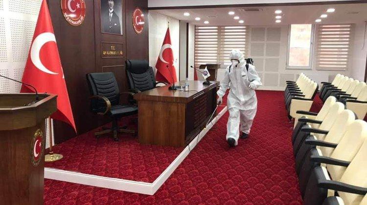Of'ta Hükümet Konağı ve Belediye ilaçlandı